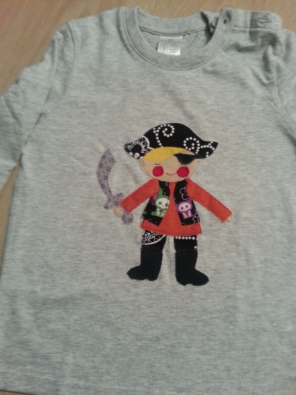 Camiseta infantil con Nico de pirata